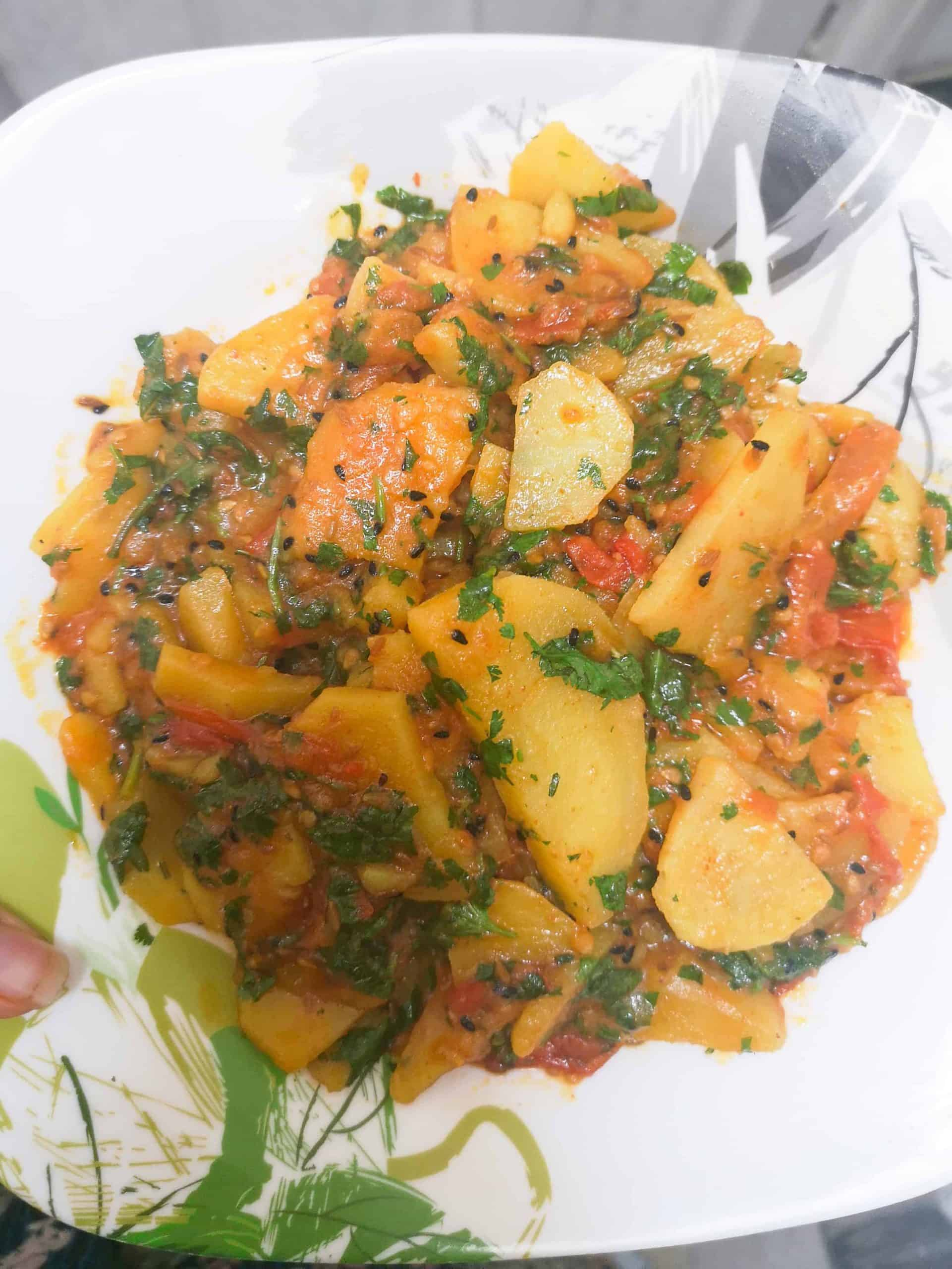 Tamatar Aloo Ki Bhujia / Sabzi - A Simple, Tangy Tomato and Potato Curry